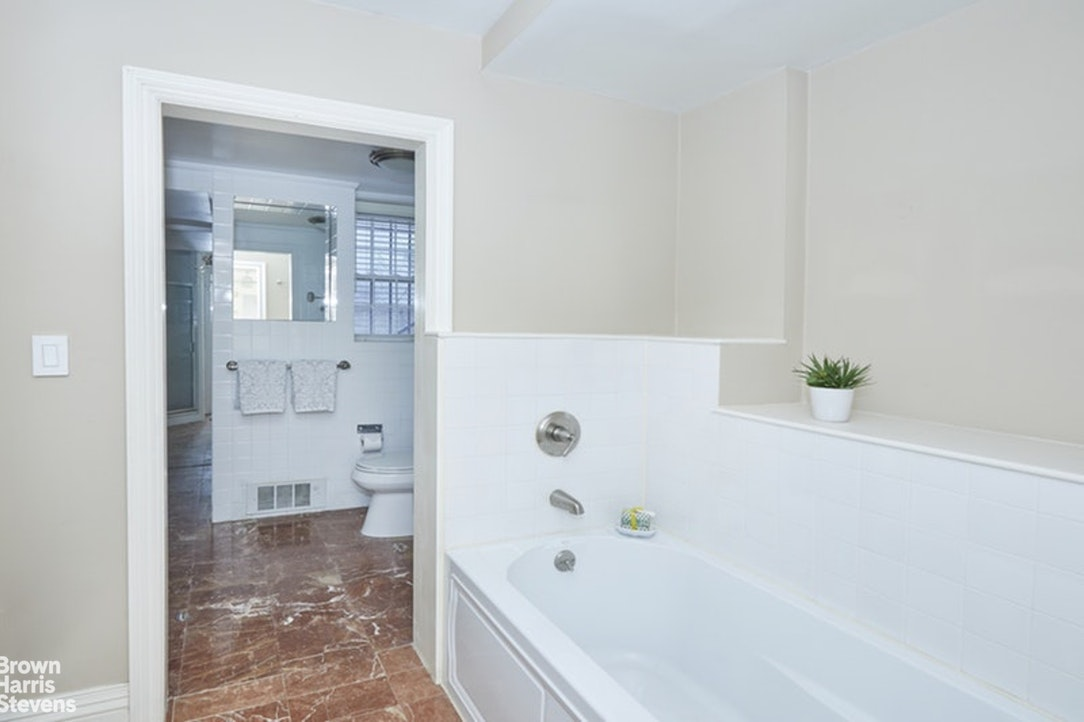 40 East 74th Street 1, Upper East Side, NYC, $1,300,000, Web #: 20472876