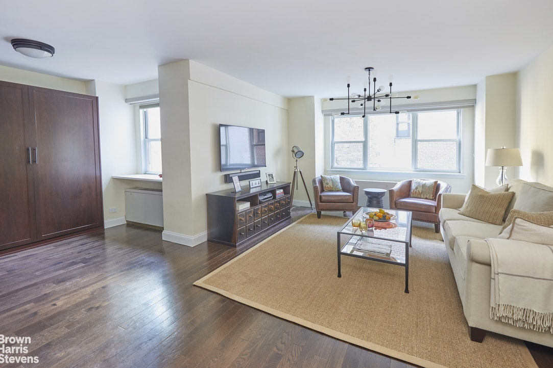 101 West 12th Street 4F, Greenwich Village, NYC, $675,000, Web #: 20480655
