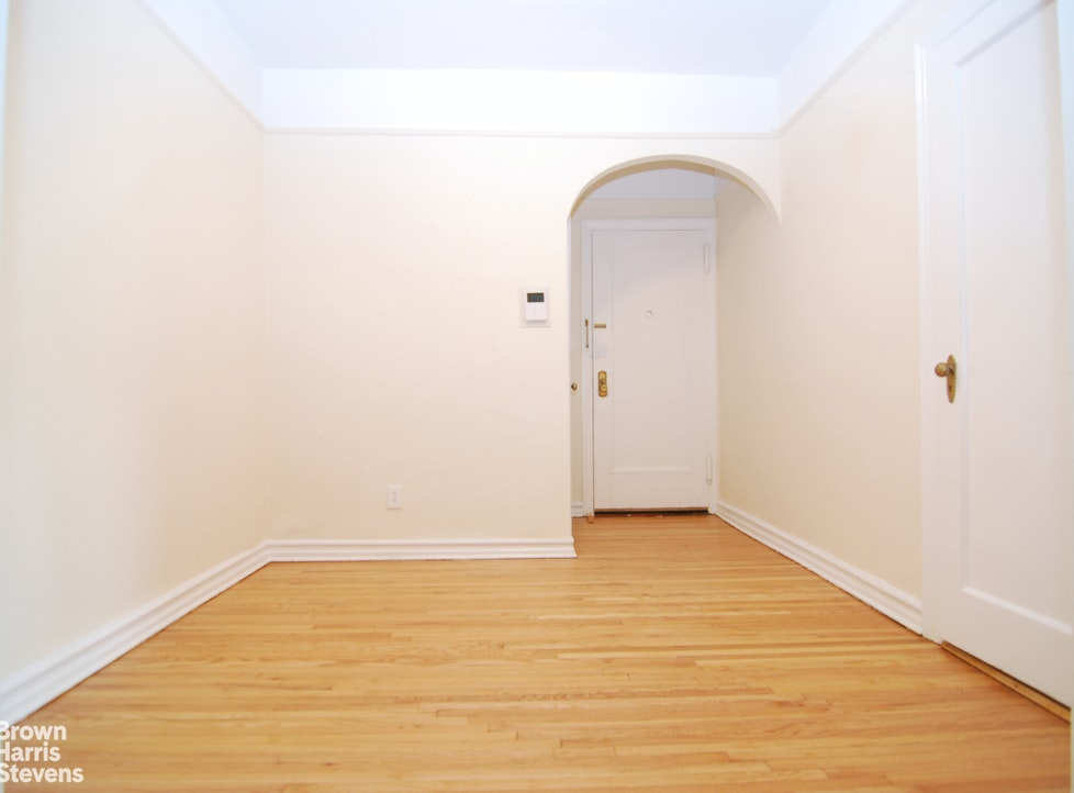 85 -10 34th Ave 410, Jackson Heights, New York, $1,600, Web #: 20528672