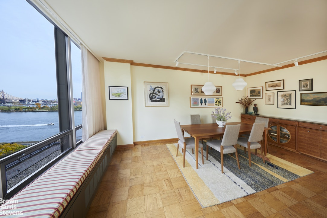 870 United Nations Plaza 9C, Midtown East, NYC, $1,400,000, Web #: 20593077