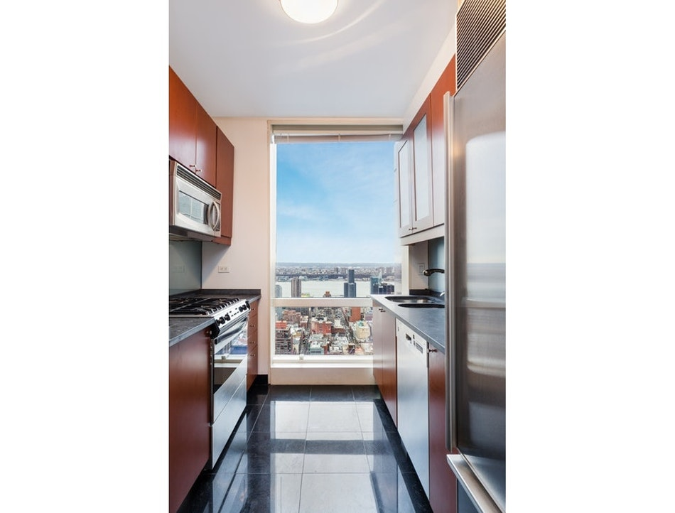 230 West 56th Street 56E, Midtown West, NYC, $6,000, Web #: 20640898