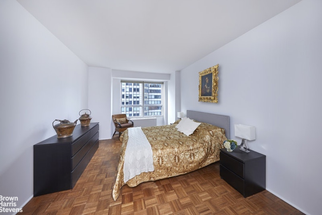 146 West 57th Street 44E, Midtown West, NYC, $3,500, Web #: 20693895