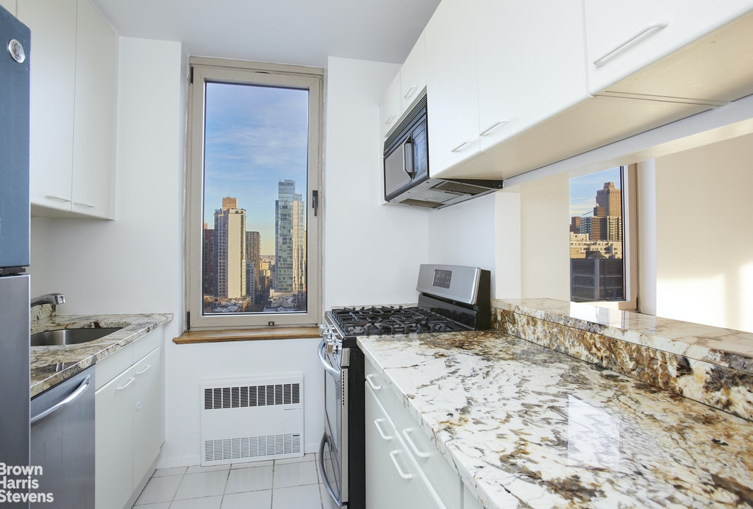 200 East 89th Street 15G, Upper East Side, NYC, $2,850, Web #: 20696639