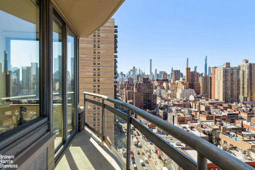 300 East 85th Street 2002, Upper East Side, NYC, $1,500,000, Web #: 20739824
