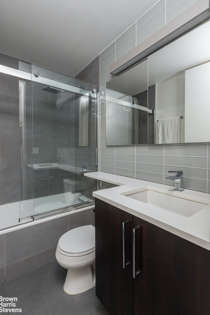 500 West 43rd Street 11G, Midtown West, NYC, $595,000, Web #: 20847578