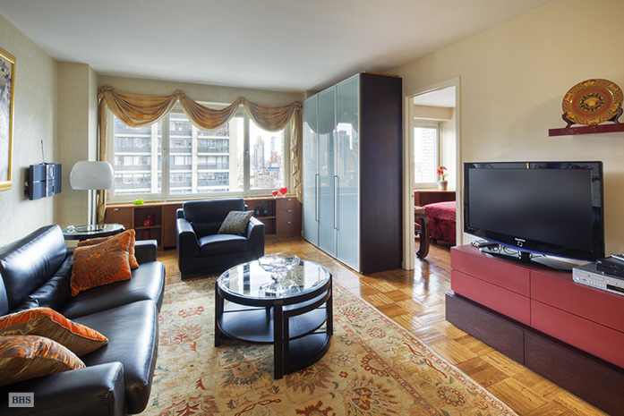 East 57th Street, Midtown East, NYC, $3,200, Web #: 3145571