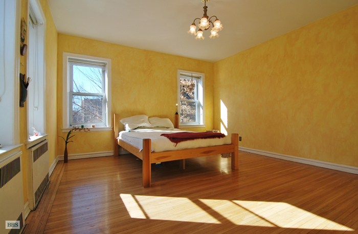 -10 34th Ave, Queens, New York, $1,800, Web #: 3931342