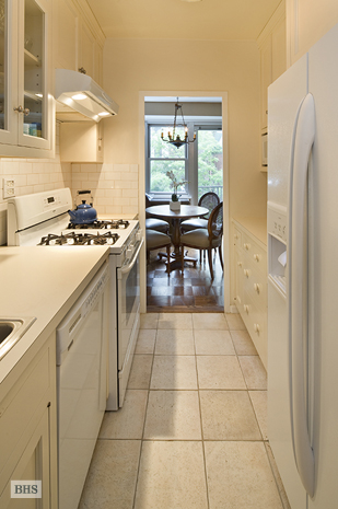 80 Central Park West, Upper West Side, NYC, $1,285,000, Web #: 8570260