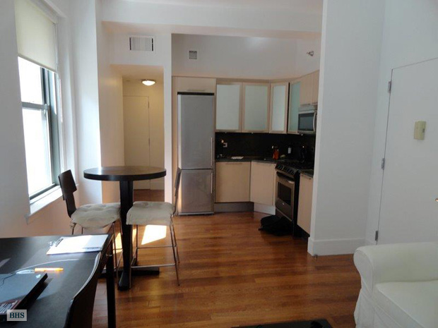120 Greenwich Street 3J, Battery Park City, NYC, $2,600, Web #: 8579597