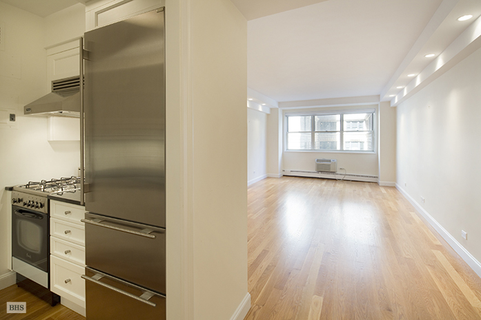 20 East 68th Street, Upper East Side, NYC, $1,300,000, Web #: 9086647