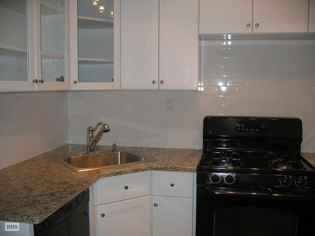 310 West 71st Street, Upper West Side, NYC, $4,800, Web #: 9090379