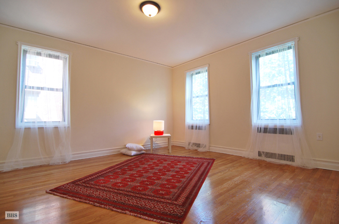 85th Street, Queens, New York, $460,000, Web #: 9117100