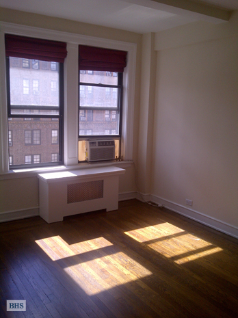 West 72nd Street, Upper West Side, NYC, $3,100, Web #: 9165443